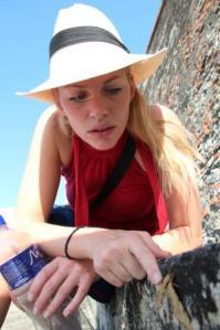 Ganz ruhig sitzt sie da, die Motte in Cartagena und lässt sich von Martina Hirschmeier begutachten.