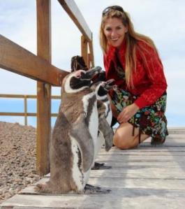 Martina Hirschmeier bewundert die Pinguine auf Valdez.